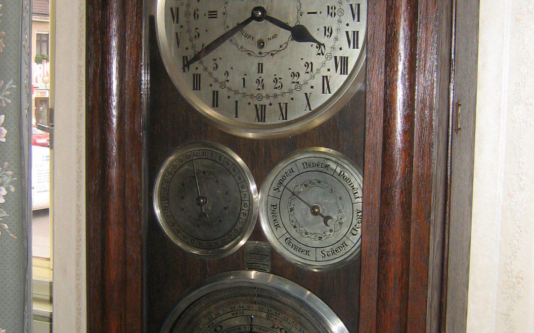 Z muzejních vitrin a depozitářů – Pokojový orloj