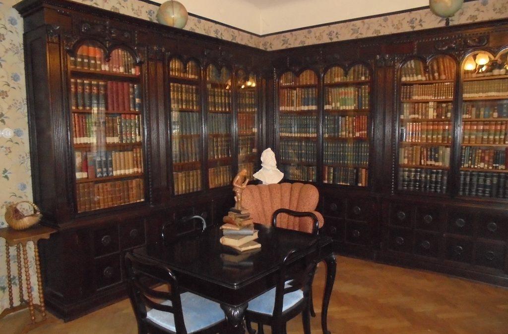 Z muzejních vitrin a depozitářů – Šlechtova knihovna