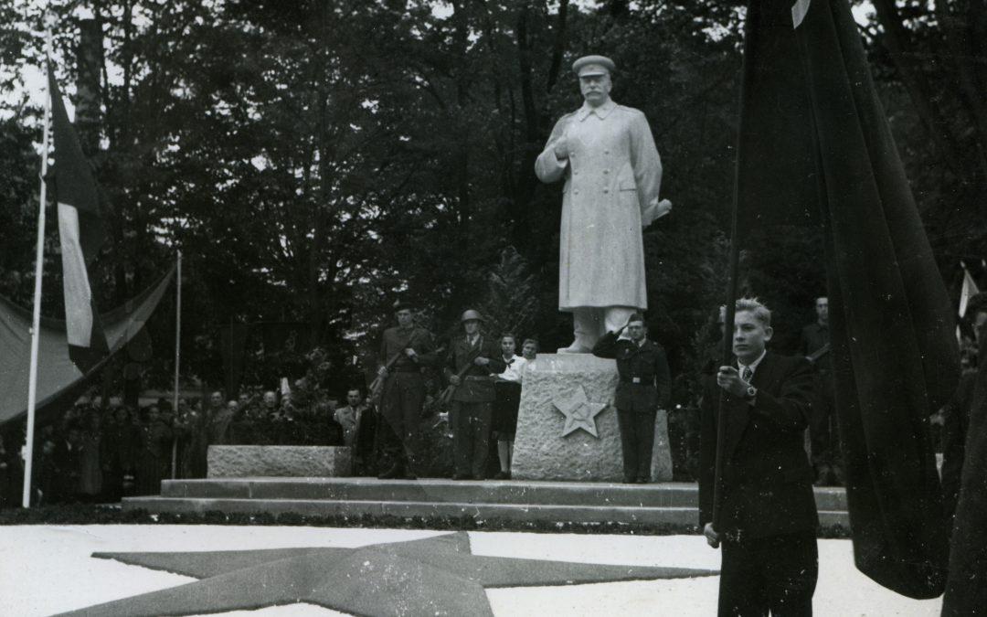 """Jičínský Stalin je """"pohřbený"""" v Lomnici nad Popelkou"""